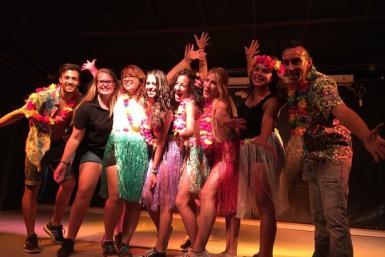 Hawaiiaans feest op Camping Valldaro