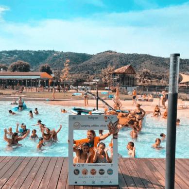 Marco de Instagram en la piscina