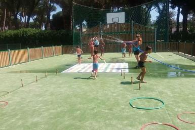 Waterspelletjes op Camping Valldaro