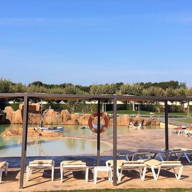 Tumbonas de la piscina Valldaro