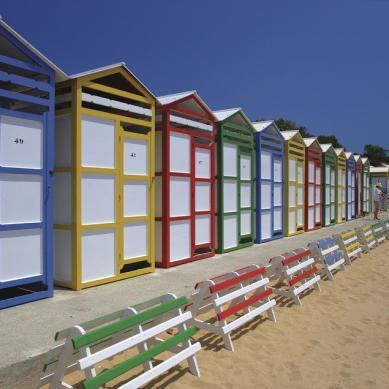 Cabañas de colores en la playa de San Pol