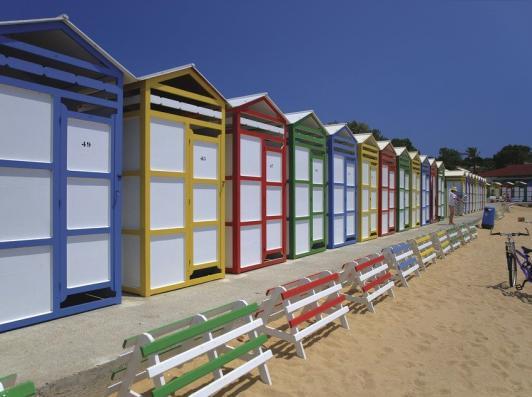 Cabanes colorées sur la plage