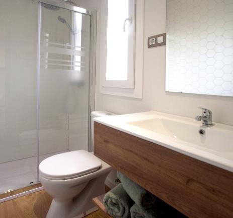 Full bathroom Bungalow Cavall Bernat - Camping Valldaro