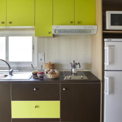 Kitchen of the bungalow at Camping Valldaro