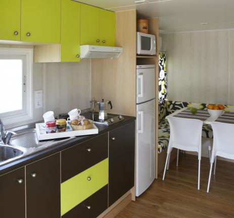 Equipped kitchen of Bungalow Ridaura - Camping Valldaro