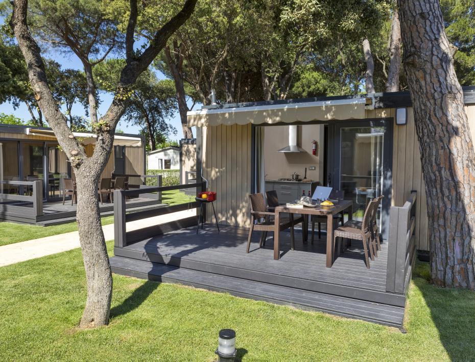 Terrace garden area bungalow Camping Valldaro