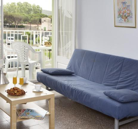 Estudi sofà amb balcó