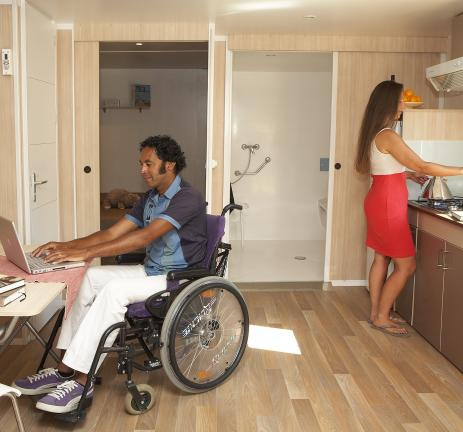 optimitzades/mobil-homes/adaptat/comedor-cocina-mobil-home-adaptado-silla-ruedas.jpg