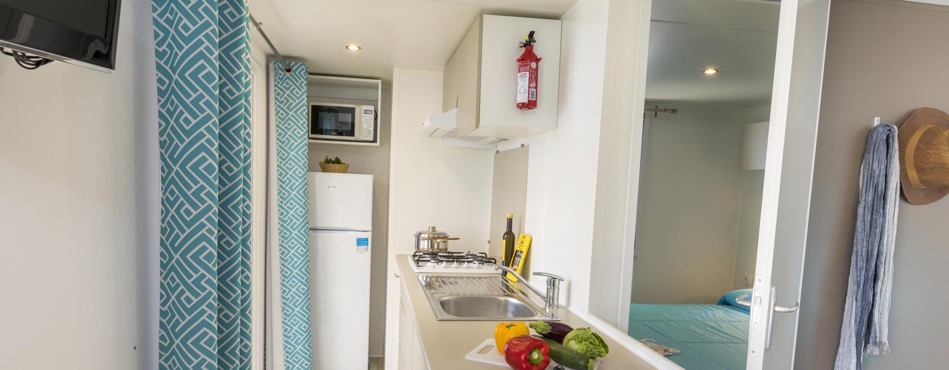 Uitgeruste keuken van Mobil Home Empordà - Camping Valldaro