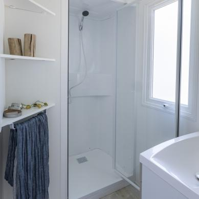 Mobil home shower