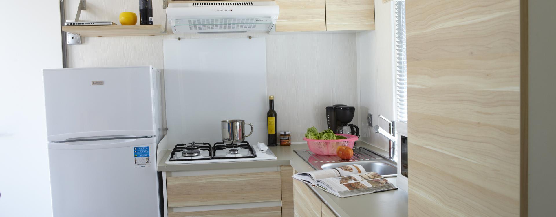 Keuken van de stacaravan Riuet Camping Valldaro Costa Brava