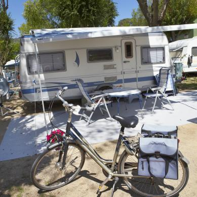 Bike in front of a caravan at Camping & Bungalows Valldaro