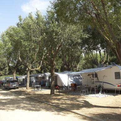 Path between the plots of Camping & Bungalows Valldaro