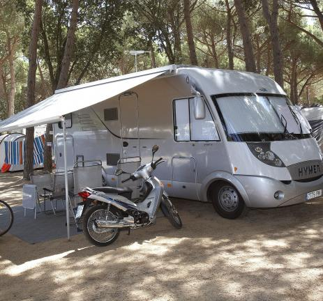 Motorhome on a shady plot in Playa de Aro
