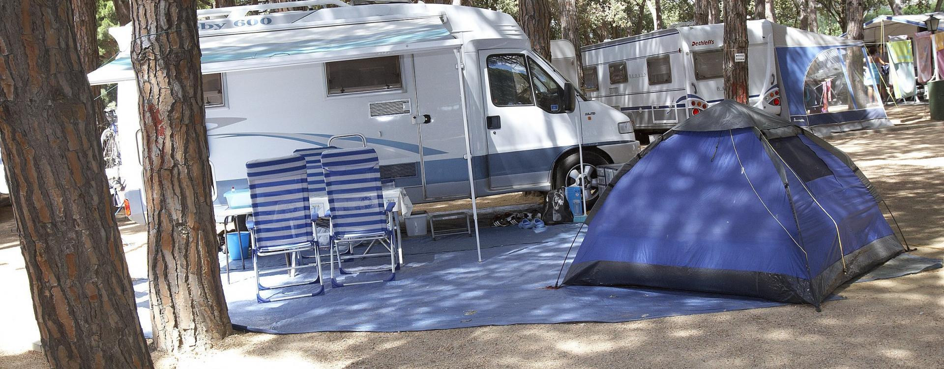 Caravana y tienda de campaña