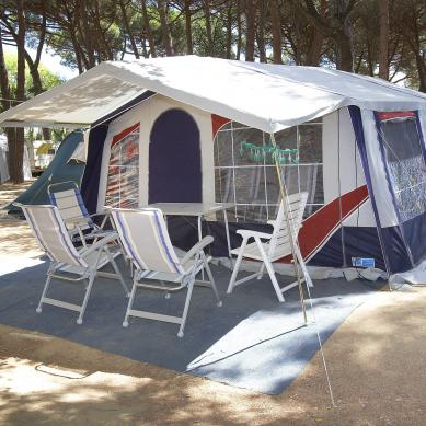 Caravana con tienda en la Costa Brava