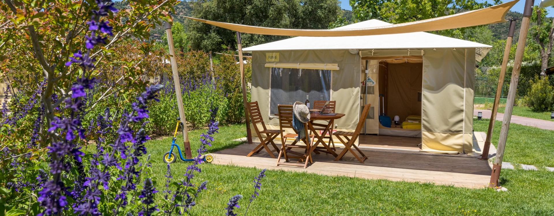 Glamping tents with terrace in Playa de Aro
