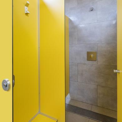 Puerta de las duchas