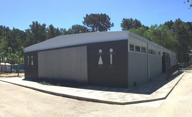 Outside sanitary facilities of the Camping Valldaro