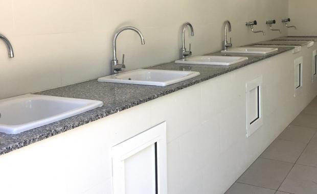 Zona per rentar els plats del Camping Valldaro