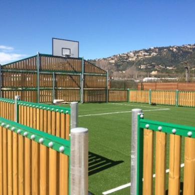 Campo de deporte cerrado para niños