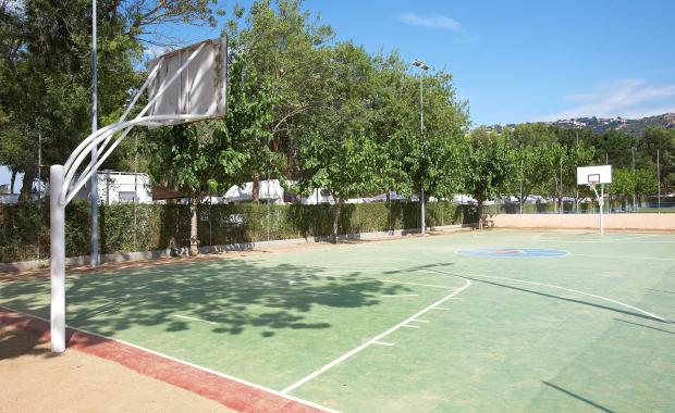 Basketbalveld in Playa de Aro op Camping Valldaro
