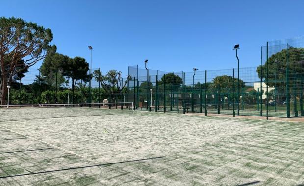 Terrains de tennis au Camping Valldaro